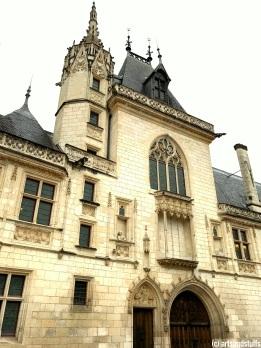 Palais Jacques Coeur vue sur la façade principale (c) Arts & Stuffs
